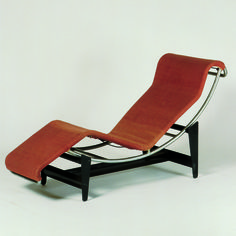 Modernismo Chaise longue B 306 by Le Corbusier, Pierre Jeanneret and Charlotte Perriand Charlotte Perriand, Le Corbusier, Industrial Design Furniture, Cool Furniture, Furniture Design, Bauhaus Furniture, Vitra Design Museum, Pierre Jeanneret, A 17