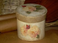 "Scatola in cartone ""Rose antiche"" anticata venduto/sold #découpage #handmade"