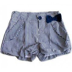 Niña lucha Short Bebe, Short Niña, Short Girls, Cute Shorts, Kids Shorts, Frock Fashion, Fashion Outfits, Little Girl Dresses, Girls Dresses