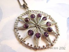 Asuntos imaxinarios Jewelry: Pendant. Plated copper wire, stainless steel and amethysts.