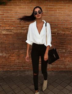 26 Casual Herbst Frauen Street Style 2019 26 Casual Herbst Frauen Street Style 2019 , The post 26 Casual Herbst Frauen Street Style 2019 & Mode Outfits Frauen appeared first on Fall outfits . Outfit Jeans, Bluse Outfit, Black Jeans Outfit Summer, White Blouse Outfit, Black High Waisted Jeans Outfit, Traje Casual, Autumn Fashion Casual, Casual Fall Outfits, Casual Dinner Outfit Summer