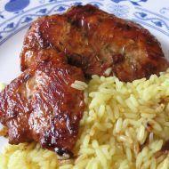 Nejlepší marináda na maso 1 PL sój omáčka 1/3 KL tymián  oliv olej 1/2 KL chilli koření 1/2 KL mletý zázvor  sůl 2 PL med 2 stroužky česnek 4 ks krůtí nebo kuřecí steak Vymícháme si marinádu z medu, chilli koření, sójové omáčky, prolisovaného česneku, zázvoru, tymiánu, soli a oleje. Maso naložíme do marinády a necháme do druhého dne proležet. Steaky v nejlepší marinádě na maso poté buď osmažíme na pánvi nebo grilujeme.