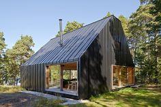 House Husarö / Tham & Videgård Arkitekter black cladding