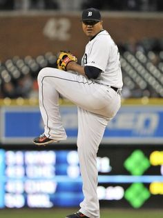 Tigers pitcher Alfredo Simon works in the fourth inning.