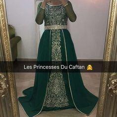 Caftan sur mesure ❤️ Snap : lesprincessesdc Facebook : Les Princesses Du Caftan DELPHINE GLEYSE #lesprincessesducaftan #caftan #princess #france #casablanca #stylist #strass #perles #mariage #mydubai #dubai #uae #abudhabi #caftanmarocain #creation #ziana #moroccandress #morocco #negafa #maroc #locationcaftan #broderies #wedding #perles #cristal #fashion