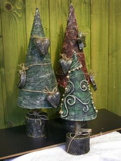 Diy Paper Mache Christmas Projects New Ideas Christmas Tree Crafts, Christmas Paper, Christmas Projects, All Things Christmas, Christmas Tree Decorations, Holiday Crafts, Christmas Ornaments, Spring Crafts, Paper Mache Tree
