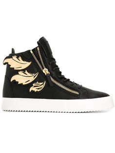 Giuseppe Zanotti Design baskets montantes à ornements 960 EUR (995 EUR on giuseppe zanotti design com ). Cruel black leather high-top sneakers with golden leaves. 26 May 2016 on sale on Farfetch was $1250, now $562.5 sizes IT: 39,39.5,40,40.5,41,41.5,41.5,42, 42.5,43,43.5,44,45,46. 1 June 2016 on sale on Ssense was $1105, now $554 sizes US: 8,9,10,11.