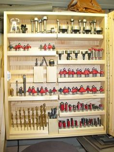 30 Inspiring DIY Garage Storage Design Ideas on a Budget to Maximize Your Garage Garage Organisation, Garage Tool Storage, Workshop Storage, Workshop Organization, Garage Tools, Home Workshop, Diy Rangement, Storage Design, Router Bits