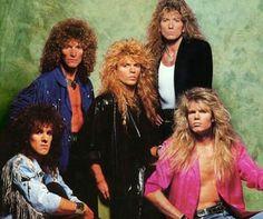 WHITESNAKE es una banda británica de hard rock fundada en el año 1978 por David Coverdale4 5 tras su separación de la banda Deep Purple, de la cual formó parte como vocalista desde 1973 hasta 1976