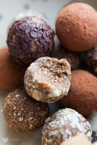 Top Recipes for Homemade Truffles (With images) Chocolate Dipped Bananas, Homemade Truffles, Peanut Butter Truffles, Truffle Recipe, Vegan Sweets, Confectionery, Food And Drink, Favorite Recipes, Baking
