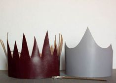 DIY handmade leather crowns make a nice party touch. Could be done in any leather color and even embossed with leather tooling kits. Diy For Kids, Crafts For Kids, Diy Crafts, Kids Fun, Diy Party Hats, Crown Party, Princess Tea Party, Leather Projects, Christen