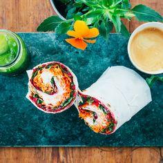 Rödbetswrap- recept Raw Food Recipes, Vegetarian Recipes, Healthy Recipes, Healthy Food, Baked Bakery, Swedish Recipes, Fresh Rolls, Food For Thought, Food Porn