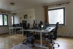 Potrzebujesz do pracy czegoś więcej niż tylko spokoju ? Office Cowork Karakow to miejsce specjalnie dla Ciebie! Nasze biura znajdują się w w ścisłym centrum