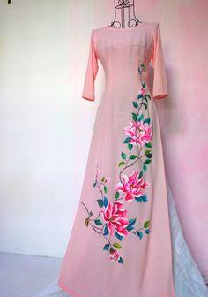Peachcut promotes Indian art. Follow us on - Facebook : www.facebook.com/peachcutdesigns Instagram: @peachcut Linkedin : peachcut designs E-mail : peachcutdesigns@gmail.com Whatsapp / call : +91 9145233692 Pinterest: PeachCut Designs Twitter : @PeachCutDesigns Fabric Paint Shirt, Fabric Painting On Clothes, Dress Painting, Painted Clothes, Silk Painting, Hand Painted Dress, Hand Painted Fabric, Kurtha Designs, Kerala Saree Blouse Designs