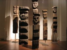 Mapuche Machi's Rewe Shaman's ledder iconography close point of contact with the archaic figures of Western Nepal Tribal Art, Wood Carving, Nepal, Chile, Westerns, Folk, Ladders, Roots, Masks