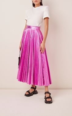 Whether styled for the daytime or the evening, Christopher Kane's striking pleated skirt will carry you from brunch to bridal shower. Crafted from crinkled lamé in Italy, it's finished with a bright high-shine that'll catch everyone's eye. Yellow Pleated Skirt, Pleated Skirt Outfit, Chiffon Skirt, Skirt Outfits, Hot Pink Pants, Black Mom Jeans, Christopher Kane, Pink Outfits, Skirt Fashion