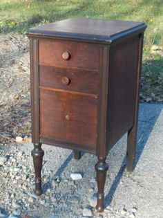 MAHOGANY NIGHT STAND or TABLE