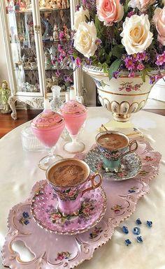 Coffee Cup Set, I Love Coffee, Coffee Cafe, Best Coffee, My Coffee, Coffee Drinks, Coffee Presentation, Good Morning Coffee, Turkish Coffee