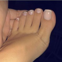 Pretty Toe Nails, Pretty Toes, Beautiful Toes, Cute Toe Nails, Simple Toe Nails, Pretty Pedicures, Nice Toes, Manicure E Pedicure, French Tip Pedicure