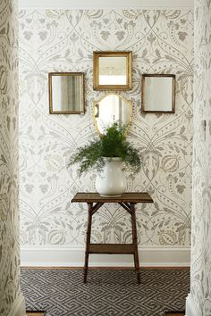 "Hallway with Lewis & Wood ""Chateau"" wallpaper -- ML Interior Design Painting Wallpaper, Love Wallpaper, Fabric Wallpaper, Neutral Wallpaper, Plant Wallpaper, Beautiful Wallpaper, Interior Inspiration, Design Inspiration, Interior Ideas"