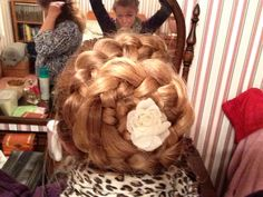 And the nxt part of the Dutch flower braid the ending