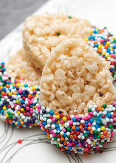 Make these easy Rice Krispies cookie treats with your kids for Easter. Watch them get creative and have fun dipping and decorating them any way they want!