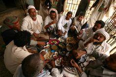 https://flic.kr/p/zuY4A | yemen | Communal lunch.