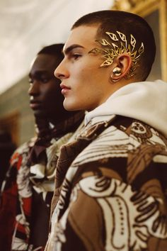 Returning for his second collection, Edward Crutchley focuses firmly on silhouet… – Outfit Inspiration & Ideas for All Occasions Mode Inspiration, Character Inspiration, Character Design, Mode Masculine, Pretty People, Beautiful People, Art Afro, Oversized Jacket, Cosplay