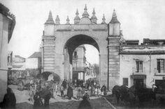 Sevilla. La Puerta de la Macarena..