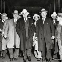 Real Gangster, Mafia Gangster, Gangster Style, Meyer Lansky, Al Capone Quotes, Bonnie Y Clyde, Der Pianist, Mafia Crime, Moda Masculina