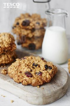 This easy cookie recipe, packed with dried fruits, oats and maple syrup, is the perfect lunch box snack for kids and adults alike. Tesco (christmas recipes for kids cinnamon rolls) Fruit Cookie Recipe, Fruit Cookies, Oat Cookies, Biscuit Cookies, Easy Cookie Recipes, Biscuit Recipe, Baking Recipes, Baking Ideas, Fruit Biscuits