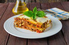 Weight Watchers Lasagna with Meat Sauce Recipe - 8 WW Points Weight Watcher Snacks, Weight Watchers Lasagna, Weight Watchers Casserole, No Salt Recipes, Ww Recipes, Italian Recipes, Cooking Recipes, Italian Chicken Dishes, Mozzarella