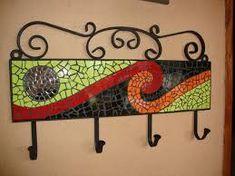 Resultado de imagen para mosaiquismo percheros Butterfly Mosaic, Mosaic Flower Pots, Tile Crafts, Mosaic Crafts, Mosaic Birdbath, Mosaic Glass, Mosaic Wall Art, Mosaic Tiles, Free Mosaic Patterns