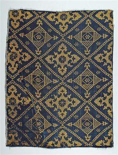 Seidengewebe Spanisch-maurisch, 15. Jahrhundert Kunstgewerbemuseum Inventarnummer 2772 Material und Technik Seidengewebe, Lampas lanciert