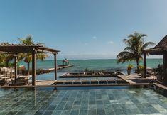 Top 20 Aktivitäten und Sehenswürdigkeiten auf Mauritius - Chic Choolee Spa Hotel, Hotels, Aesthetic Wallpapers, Outdoor Decor, Mauritius Holidays, Diving School, International Waters, Snorkeling, Catamaran