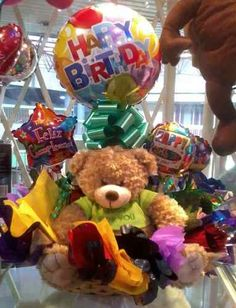 Arreglos Con Globos Peluches Flores Frutas Golosinas Candy Bouquet, I Party, Gift Baskets, Valentines Day, Birthday, Gifts, Food, Mary, Ideas