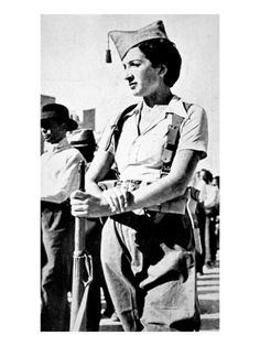 Inch Print (other products available) - Photograph showing a member of the Republican Women& Militia, on guard duty in Madrid, at the beginning of the Spanish Civil War, - Image supplied by Mary Evans Prints Online - Inch Photograph printed in the UK Women In Combat, Cultura General, Military History, Military Women, Military Art, Female Soldier, Japan, People Around The World, World War Two