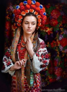 Beautiful Portraits of Modern Women Giving New Meaning to Traditional Ukrainian Crowns - My Modern Met Traditional Fashion, Traditional Dresses, Foto Fantasy, Fantasy Hair, Fantasy Makeup, Floral Headdress, Wedding Headdress, Ethno Style, Tribal Style