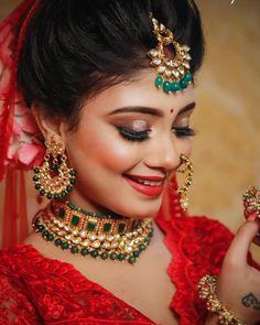 indian bridal bridal makeup and indian bridal clothes Asian Bridal Makeup, Bridal Makeup Looks, Bridal Beauty, Indian Wedding Makeup, Bride Makeup, Indian Bridal, Pakistani Bridal, Bride Indian, Moda Indiana
