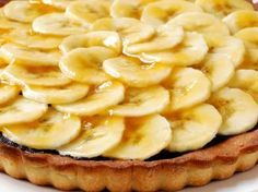 Bananentaart met chocolade (Libelle Lekker!) Köstliche Desserts, Delicious Desserts, Dessert Recipes, Yummy Food, Belgium Food, Baking Bad, Eat Dessert First, Banoffee Pie, Eat Smarter