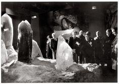 """""""L'envoûtement des cristaux géants"""" Galerie de minéralogie 1990 by Robert Doisneau"""
