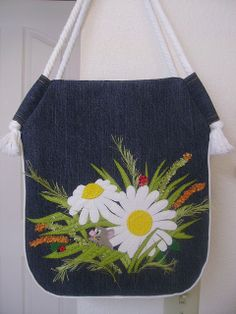 Recycle denim bag appliqued (picture only)Recycle denim bag - GREAT rope handles, what a good Diligent Tips AND Tricks: Hand Bags Patterns Sewing hand bags women mk handbags.gorgeous wildflowers on denim shoulder bag Patchwork Bags, Quilted Bag, Bag Quilt, Diy Bags No Sew, Denim Crafts, Diy Handbag, Recycled Denim, Denim Bag, Fabric Bags