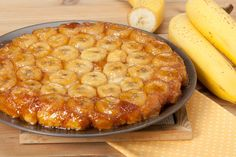 Tarte tatin: e se la facessimo con le banane? Chili Recipes, Snack Recipes, Best Slow Cooker Chili, Banana Madura, Caramelized Bananas, Pie Crumble, Banana Recipes, Dessert Buffet, Cookies Et Biscuits