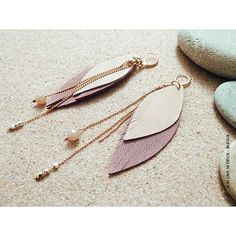 boucle d'oreille, plume en cuir, bijoux en cuir, pierres semi-précieuses, laiton doré à l'or rose, rose, été, fête des mères