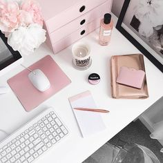 Trendy Home Office Space Inspiration 37 Ideas White Office Decor, Office Wall Decor, Cozy Office, Room Decor, Home Office Space, Home Office Desks, Office Workspace, Diy Interior, Office Tumblr