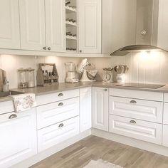 Small Kitchen Ideas on a Budget - Dream House Kitchen Dinning, Ikea Kitchen, Home Decor Kitchen, Kitchen Furniture, Kitchen Interior, Home Kitchens, Kitchen Cabinetry, Home Decor Shops, Kitchen Styling