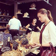 "@annebrouwer.mua's photo: ""#markthal #rotterdam #paddenstoelen #lekker #vanilia #outfit"""