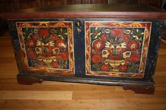 Antique Pennsylvania Painted Blanket Chest Trunk with Rare Provenance Signatures    Oh the detail is so beautiful!