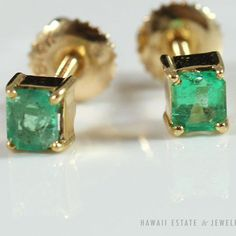 See more #vintage #jewelry #vintagejewelry on our website (link in bio!) DAINTY #VINTAGE #EMERALD 14K YELLOW GOLD POST SCREW BACK #EARRINGS
