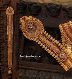 Gold Jewelry For Brides Gold Temple Jewellery, Mens Gold Jewelry, Indian Wedding Jewelry, Indian Jewelry, Indian Jewellery Design, Jewelry Design, Gold Mangalsutra Designs, Gold Hair Accessories, Mommy Jewelry
